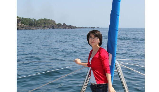 段吴红同志于2013年1月入职,充满亲和力的笑脸、高度的服务意识、高效的执行力、严谨细致的工作态度,是她身上的典型标签,她向我们传递着服务的理念,在服务中彰显价值。
