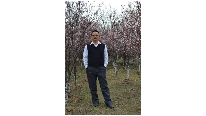 """他热情、严谨,是大家眼中很有亲和力的知心大哥;他是业务人员的""""及时雨"""",在带给公司世界500强企业IT建设经验的同时,圆满完成了bwin中国金融综合业务系统的上线;他支撑起了技术支持的半壁江山,他就是bwin中国金融信息技术部肖维海。"""