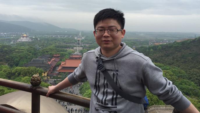 他忙碌的身影穿梭于各个中小企业,在烈日下、在风雨中;面向客户,他献出的是一颗真心;面向公司,他递交的是一张漂亮的成绩单,超额完成年度目标。他就是国正小贷杨广辉。