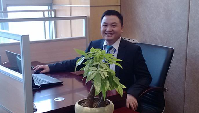 他专业功底扎实,在bwin中国金融广场项目建设工作中驻点一线,长期加班,不但保障了项目建设,而且保障了项目安全和质量。他就是bwin中国资产姚建成。